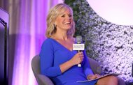 Fox News host Gretchen Carlson sues Roger Ailes for sexual harassment    (CNN News Report)